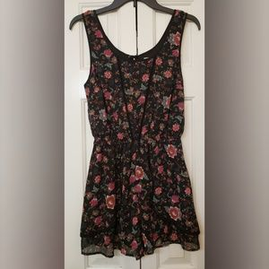 Band of Gypsies Shorts - Zoe and Rose  Floral Shorts Romper S